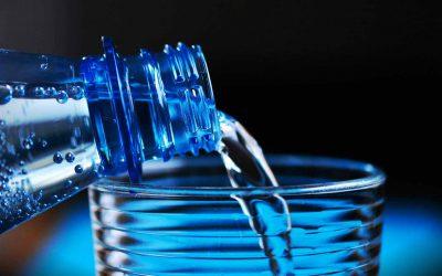 chi ci ha convinto a pagare l'acqua minerale in bottiglia